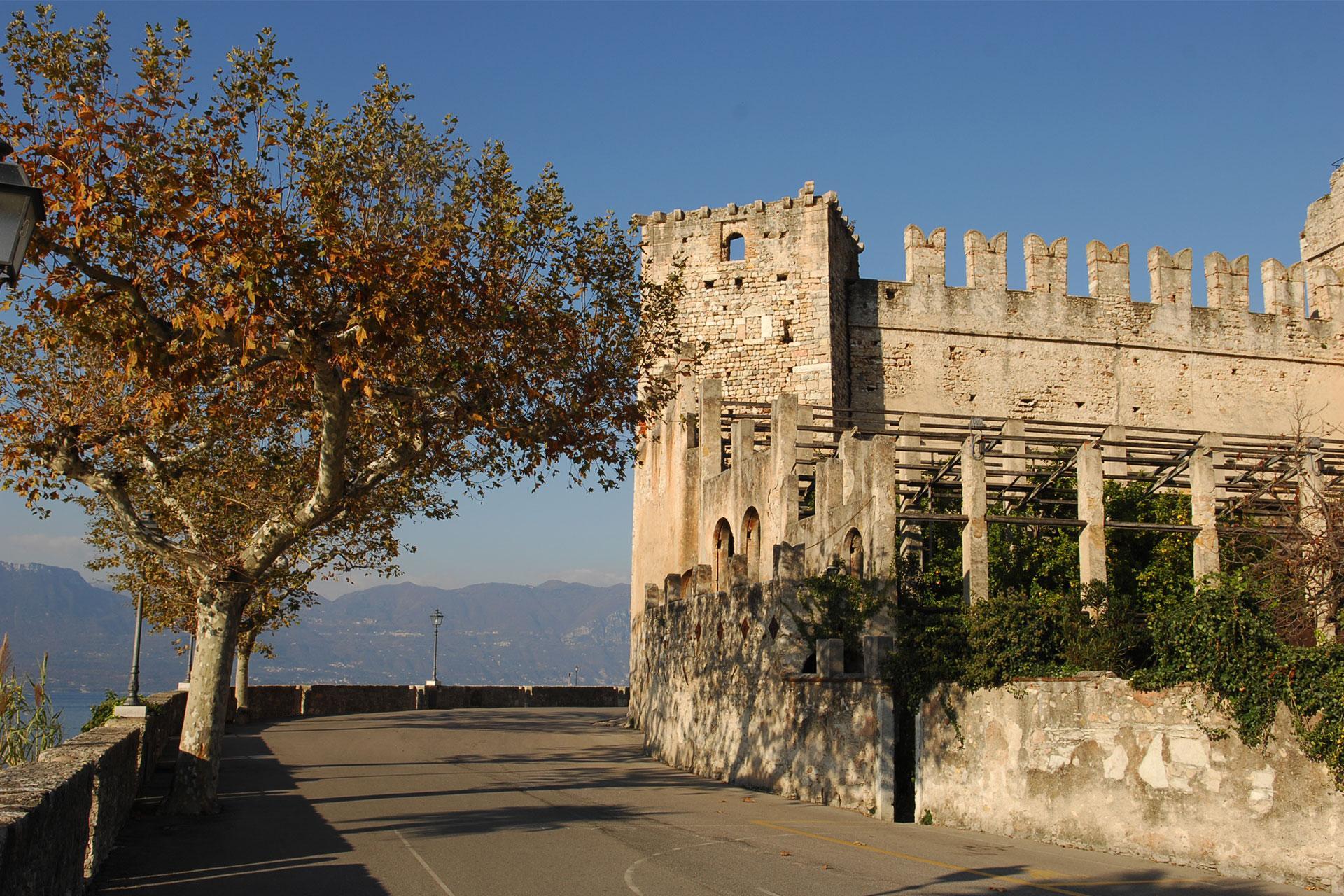 Castello_TorriBenaco.jpg
