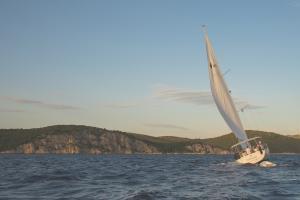 Vela Experience: <b>aufregende Tour auf einem Segelboot über den Gardasee</b>