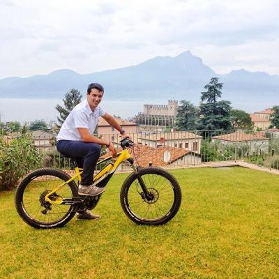 Sustainable mobility: mode ON ✅  Our Andrea is ready to discover Lake Garda by E-BIKE and you?