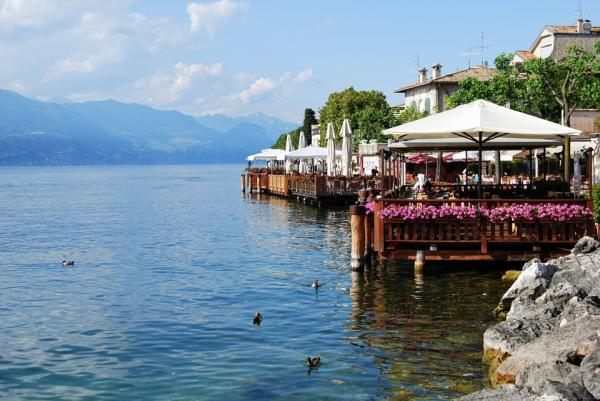 Lago di Garda in springtime: <b>choose the Residence option</b>